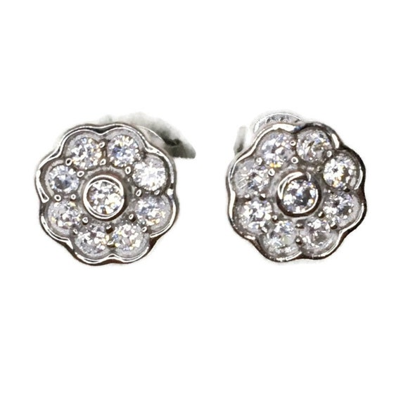 Brand New white gold on 925 Silver Studs Earrings Eight Petal Flower with white round CZ ( 8 . 2 mm )