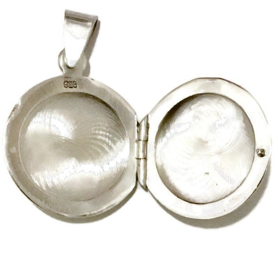 Brand New White Gold on 925 Sterling Silver Pendant cute round locket ( 19 . 9 mm )