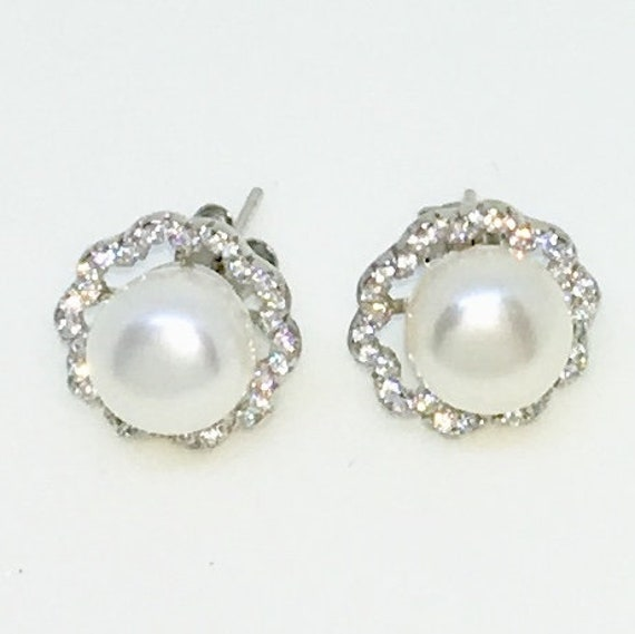 14k White Gold Layered Flower shaped CZ with Pearl on 925 Solid Sterling Silver Stud Earrings ( 12 . 5 mm )