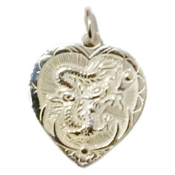 Brand New Anti-tarnish Silver Pendant heart shape with dragon and phoenix pair ( 20 . 7 mm )