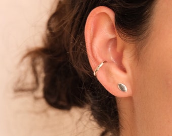 HOJA Studs, Leaf Studs Earrings, Every Day Stud Earrings, Simple Studs Earrings, Minimalist Stud Earrings, Sterling Silver Stud Earrings.