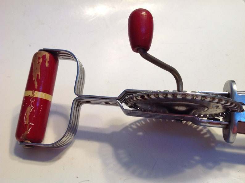 Ekco Eggbeater Vintage Mixer A /& J Hi Speed Made in USA Kitchen Red Wood Handle