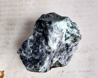 Raw Emerald - Rough - Specimen Stone - Chakra Crystal - Reiki Healing - Confidence, Emotions, Intelligence - Altar Stone, Meditation