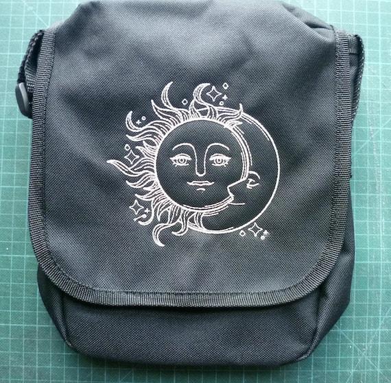 Sun & Moon Bag, sac Reporter céleste. Sun sac, sac à main de soleil, lune, sac, sac à main de lune. Lune, soleil sac à main, sac à main. Sac à bandoulière, sac à bandoulière