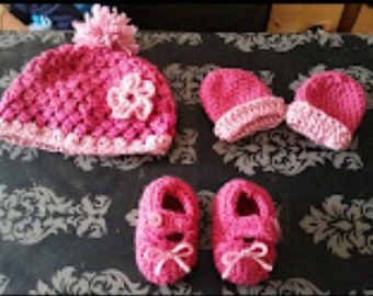 Crochet handmade hat mittens and shoes