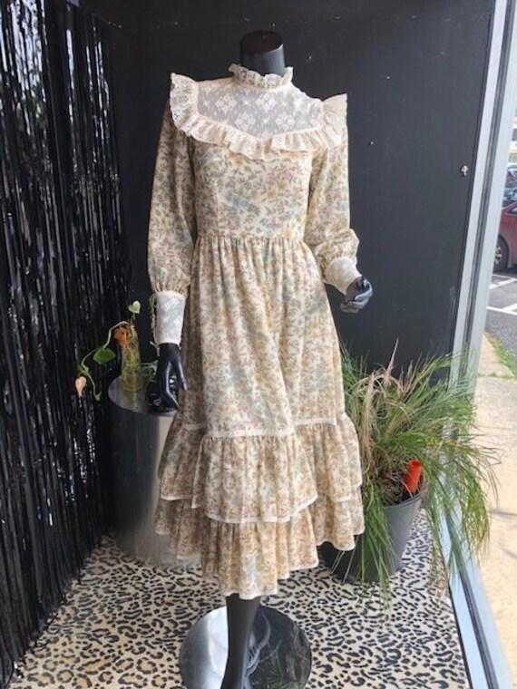 Vintage 70s Prairie Dress - Handmade Floral and L… - image 9