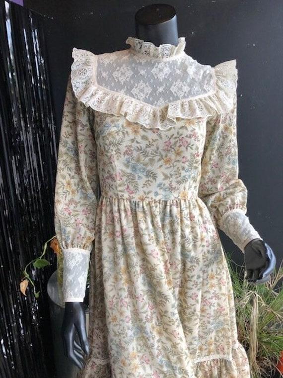 Vintage 70s Prairie Dress - Handmade Floral and L… - image 10