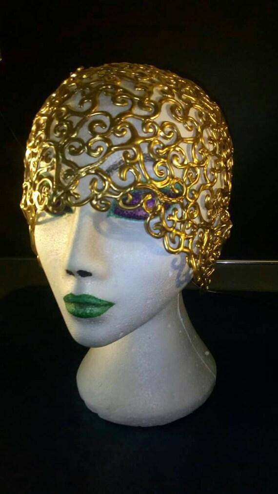 design exquis recherche d'authentique Excellente qualité Cloche chapeau coiffe coiffe style vintage des années 1950 showgirl dessiné  à la main