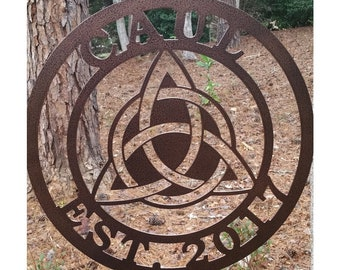 Family Triquetra Trinity Knot with Established Year Sign