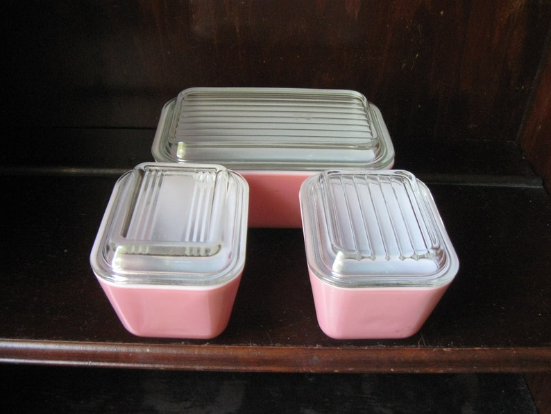 Vintage Flamingo Pink Refridgerator Dish Set With Lids   Three Dishes With Glass Lids  Clean