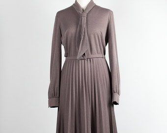 Vintage Dress // Pleated // shawl collar