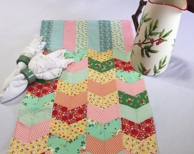 Patchwork Table Runner, Patchwork Pattern, Patchwork Runner, Kitchen Table Runner, Colorful Table, Housewarming Gifts, Gifts for Friends