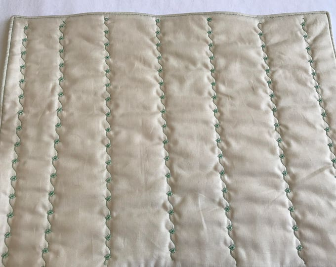 Quilted Placemats, St Patricks Day Placemats, Quilted Ivory Placemats, Clover Placemats, Set of 4 Placemats, Luck of the Irish, Quilted Mats