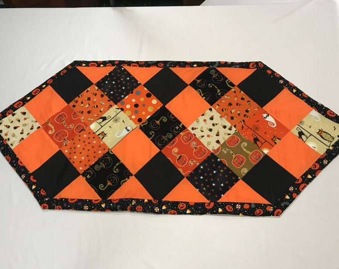 Halloween Table Runner, Halloween Table Decor, Patchwork Table Runner. Halloween Table Topper,Halloween Party Decor,Halloween Birthday Gift