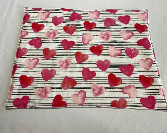 Valentines Table Decor, Valentines Table Linens, Valentines Day Decor, Valentines Placemats, Pink and Red Hearts, Heart Table Decor