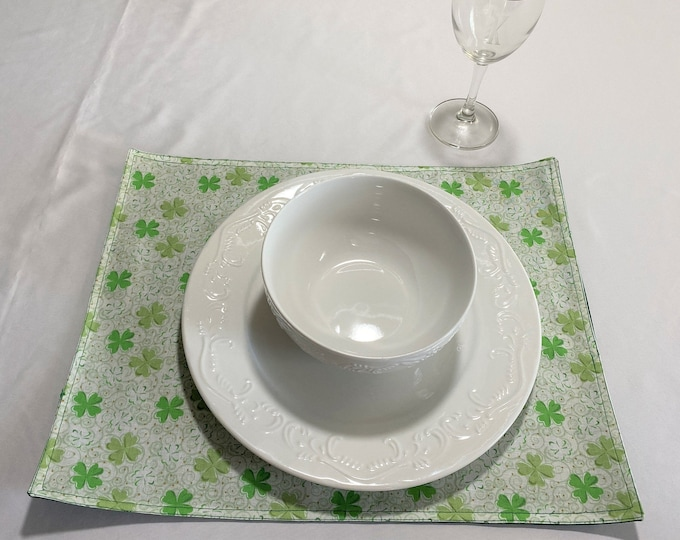 St Patricks Day Placemats, St Patricks Day Decor, Green and Ivory Placemats, St Patricks Day Table Mats, Green Clover Placemat, Green Linens