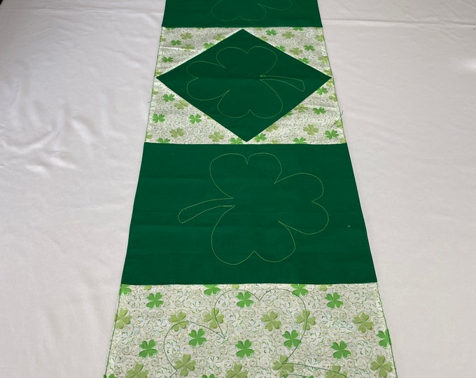 St Patricks Table Runner, St Patricks Table Decor, St Patricks Day Runner, Green and White Runner, St Patricks Table Topper, St Patricks Day