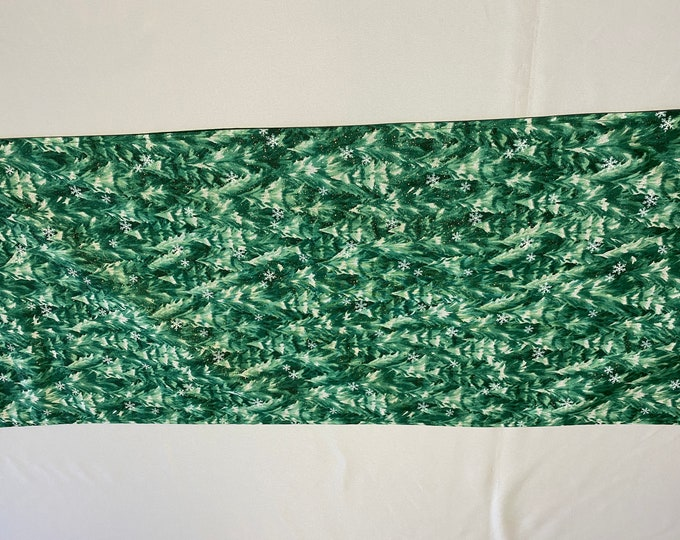 Green Table Runner, Pine Tree Table Runner, Snowy Forest, Table Runner Green, Green Pine Trees, Gift for Neighbors, Office Party Gift