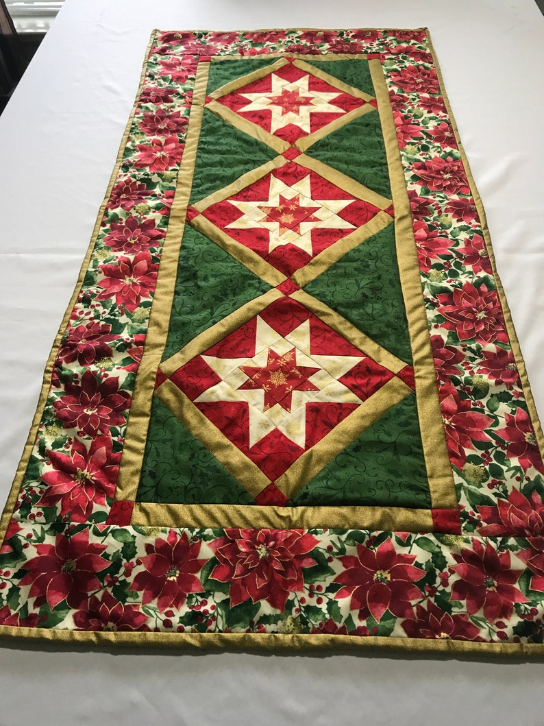 Christmas Table Runner Quilt.Quilted Christmas Table Runner Quilted Table Runner Quilted Christmas Runner Christmas Table Runner Gifts For Mom Wedding Gifts Gifts