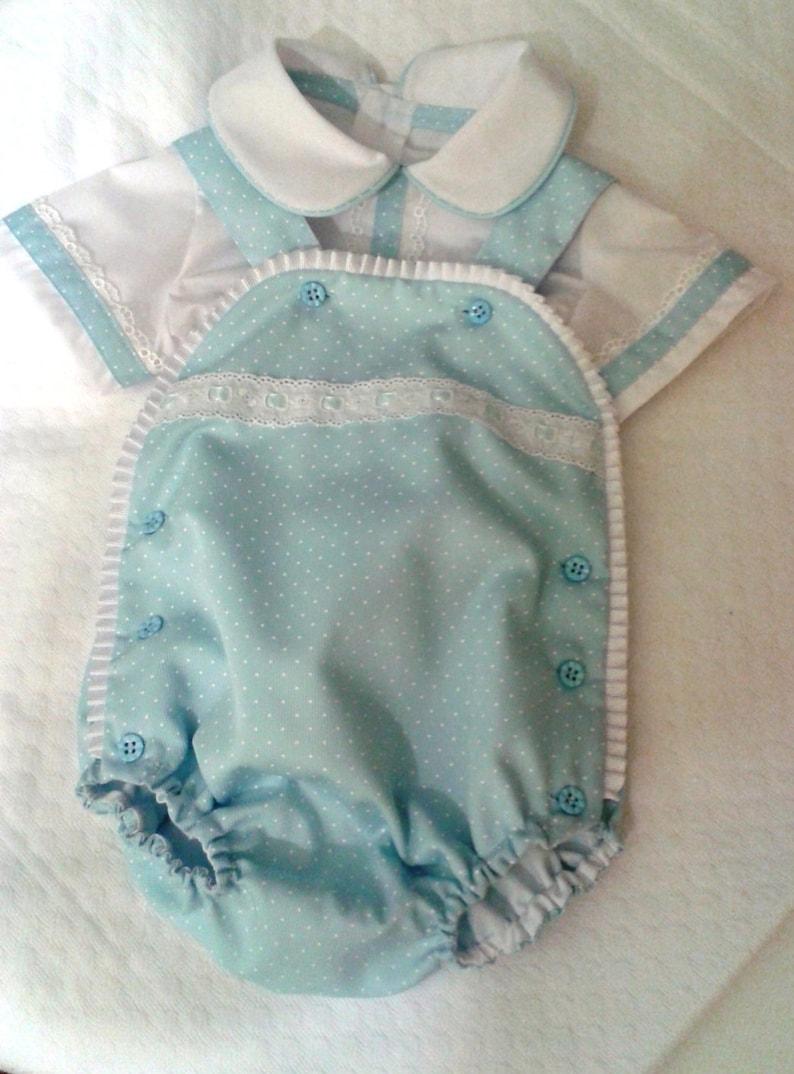 Pantalón bebé azul piqué con camisa blanca peto bebé ranita  141b7e2b43e4