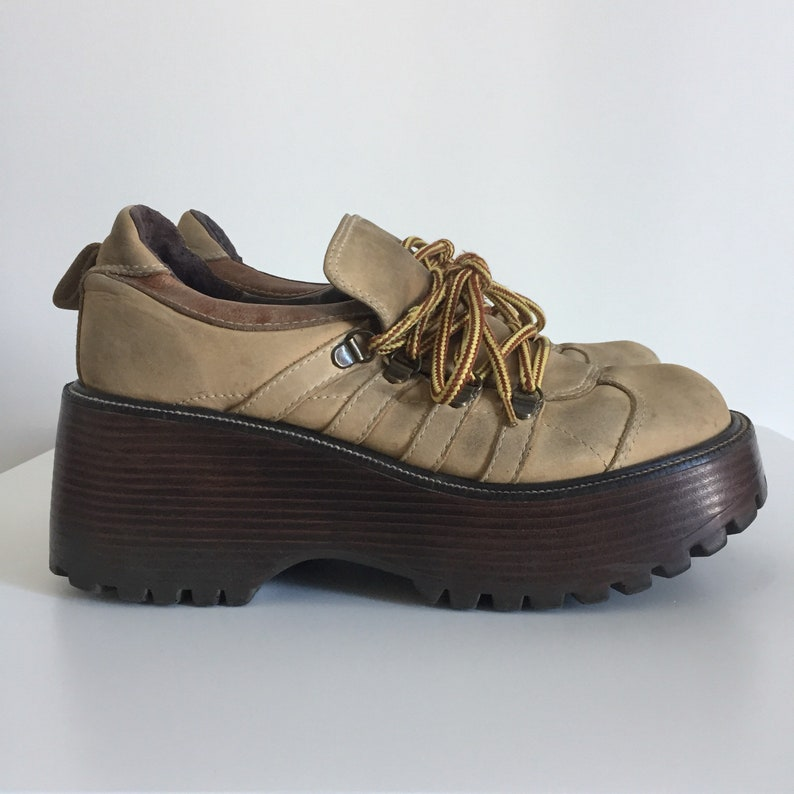 9106890b6bf6 90s Steve Madden wedge shoes