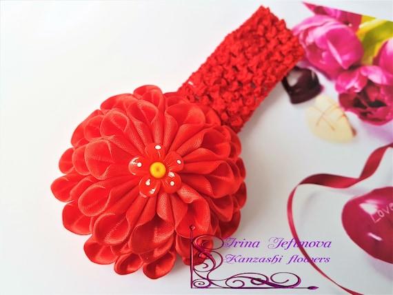 Bandeau cheveux bande de crochet de jeunes filles d'enfant en bas âge bébé fait à la main. Kanzashi japonais Tsunami fleur noeud ruban de satin rouge. Accessoire de coiffure