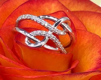 Criss Cross Fashion Ring