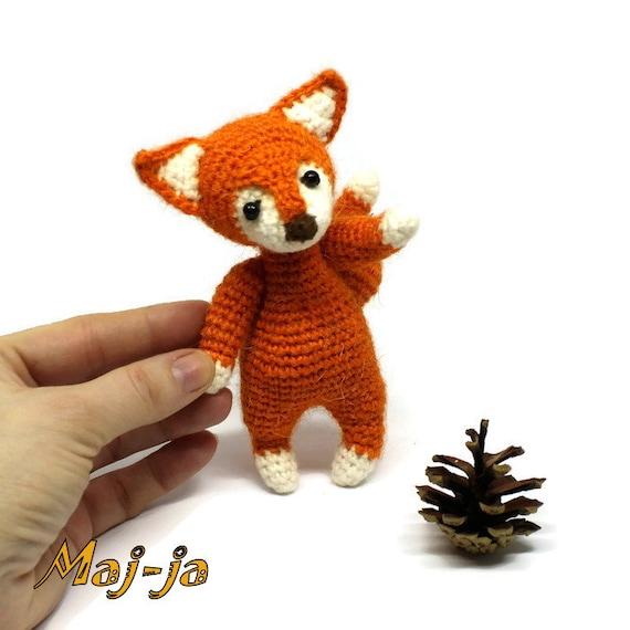 Crochet Fox Pattern - thefriendlyredfox.com | 570x570
