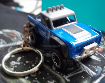 custom made keychain 1976 international scout 4x4 suv-truck,purple pearl wwhite rims on black mags-hand made chain-jumprings-mint