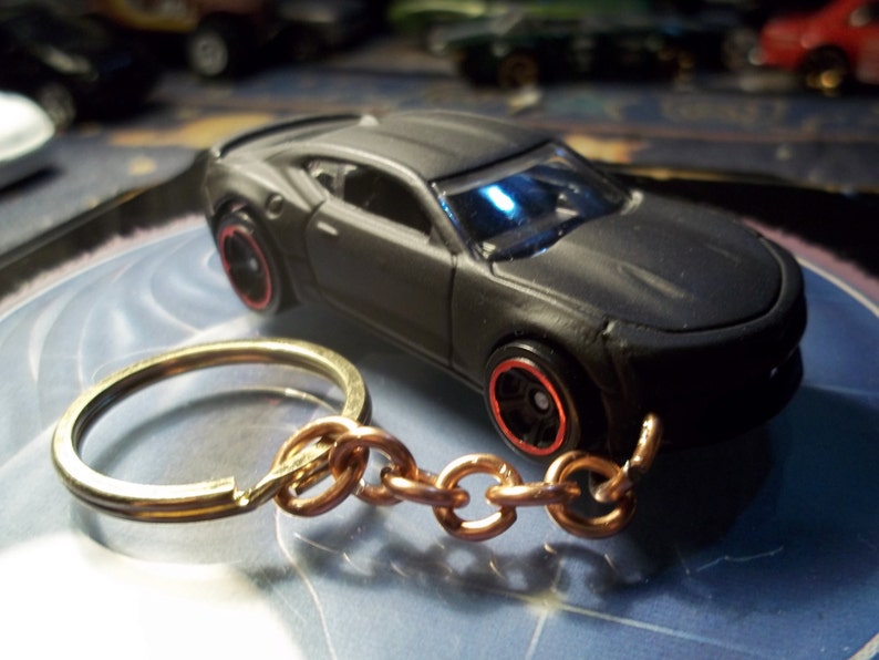 custom made keychain,2016 chevy camaro ss coupe,flat black w/red chrome  rims on black mags/hand made chain-jump rings-mint