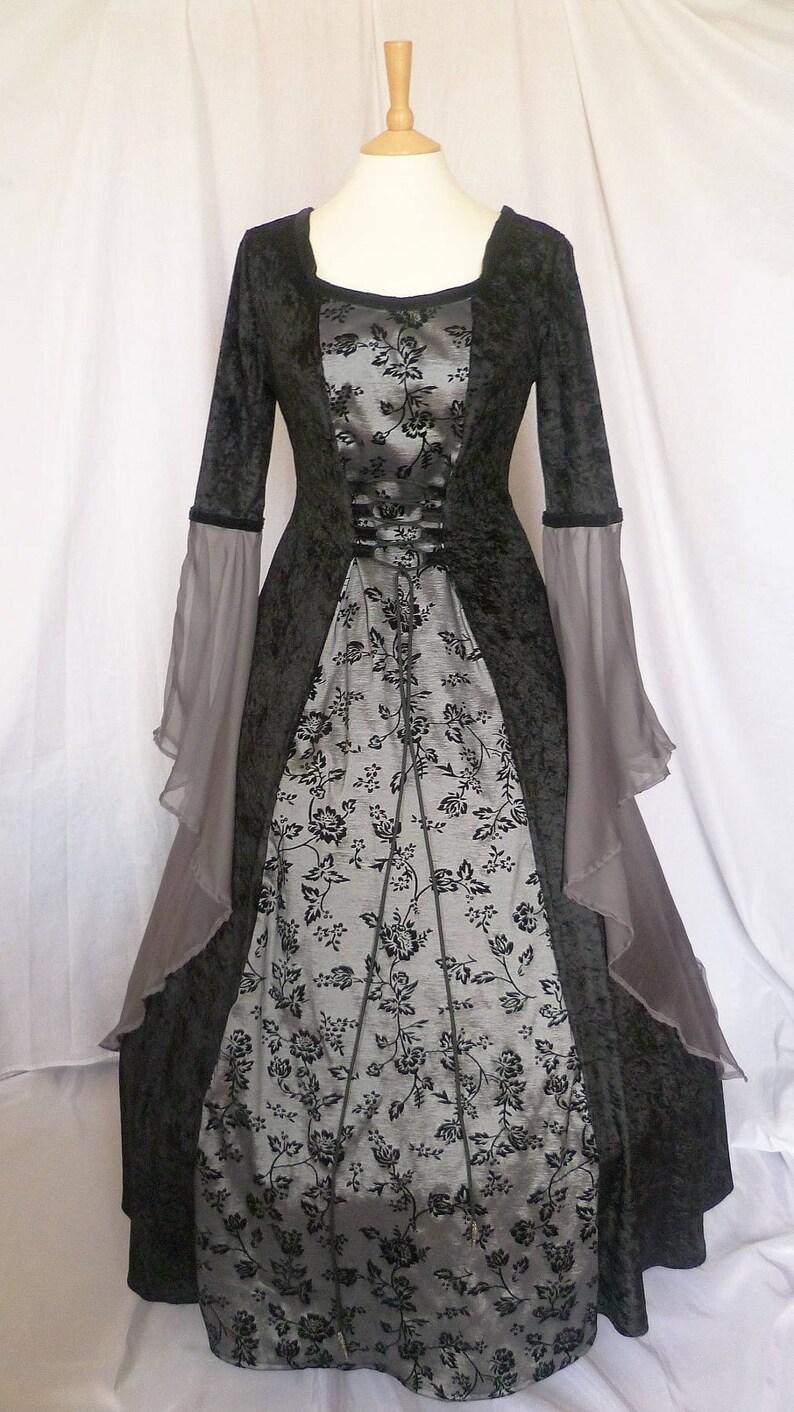 521f713764 Abito da sposa gotico nero e grigio, abito rinascimentale, vestito di  Halloween, costume medievale, Custom fatto su misura