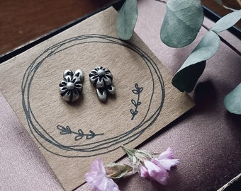 READY to SHIP in 4/6 WEEKS//Tiny flowers stud earrings in silver