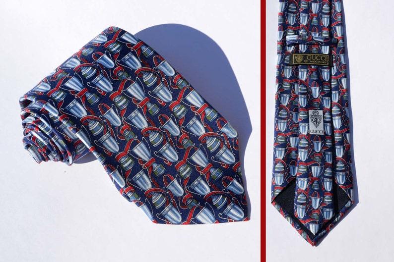 fa05d4560f693 Cravatta firmata Gucci. Pura seta. Cravatta vintage anni