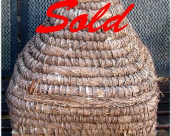 Old Antique French straw and wood beehive, rare Ruche en paille ancienne.