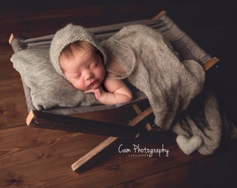 Newborn bed/hammock prop