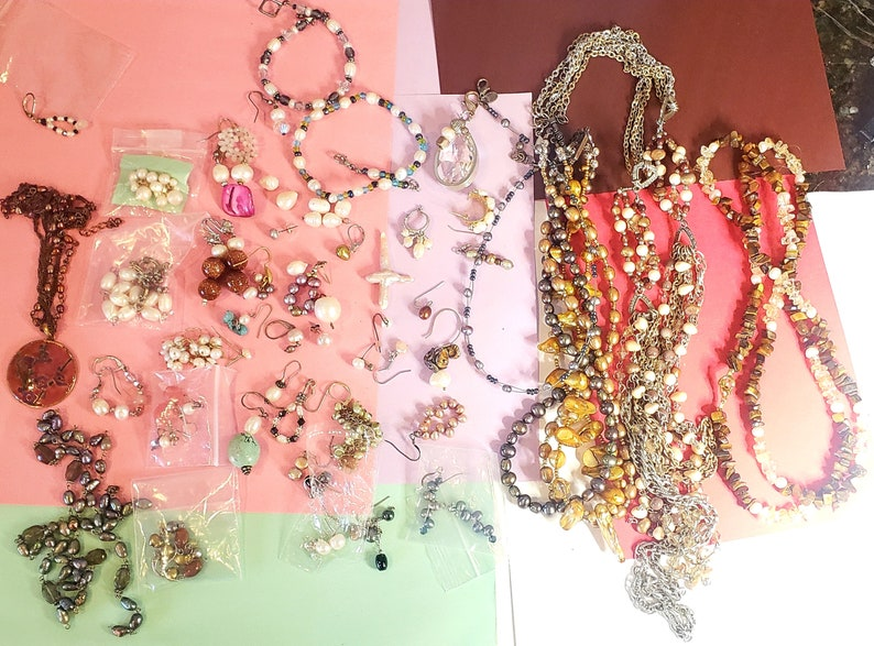 Vintage sizes shapes lot of pearl jewelry salt water fresh water different colors