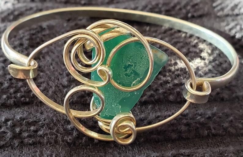 Silver Vintage wired bracelet green stone