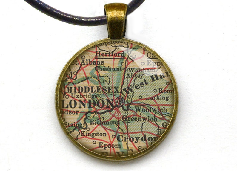 London map Jewelry Fashionable Vintage Style Custom Made Metal Pendant Gift Idea Necklace 2 sizes available