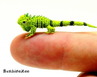 Mini amigurumi Iguana - green. Comes with FREE handmade display box. Dollhouse miniature.