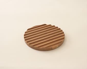 Round wood grooved trivet