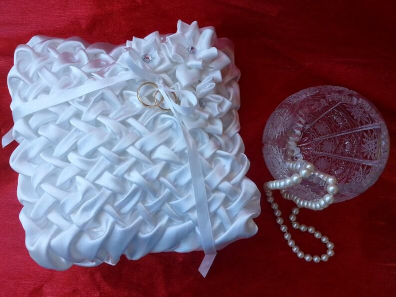 White Wedding Ring Pillow White Ring Bearer Pillow Beautiful Wedding Band Pillow Wedding Ring Bearer