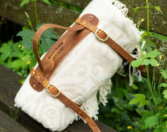Picnic blanket strap, personalized leather blanket carrier, Leather anniversary gift. Custom blanket strap, Blanket carrier