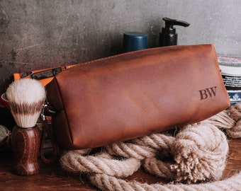 Leather toiletry bag with monogram personalized Dopp kit wedding gift  groomsmen gift cosmetic bag travel bag personalized makeup bag 20dfb62c02