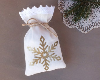 christmas favor bag gold snowflake small holiday gift bag for guests winter wedding favours rustic holiday party table decor gift bags