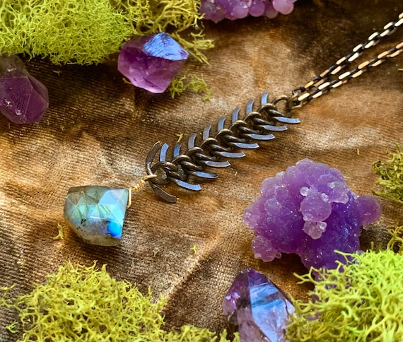AZULENA ~ Labradorite Y Necklace with Fishbone Chain