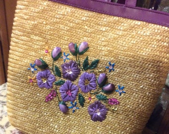 Lovely Vintage Woven Straw Handbag Market Shopping Bag Beach Tote Purple Flowers Gold Ribbons Chic Retro  Style  Boho Vacation Bohemian