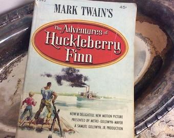 Vintage 1960 Book  Mark Twain - The Adventures of Huckleberry Finn Collectible Book