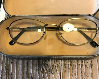 043c6c8deeff Vintage Panama Jack Tin Eyeglass Case with Pair of Wire Framed Eyeglasses  Rustic Shabby Chic Collectible Vanity Photo Prop ManCave Decor