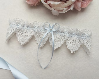 Something blue wedding garter, pearl bridal garter with ivory venise lace, garters for wedding with a gift box