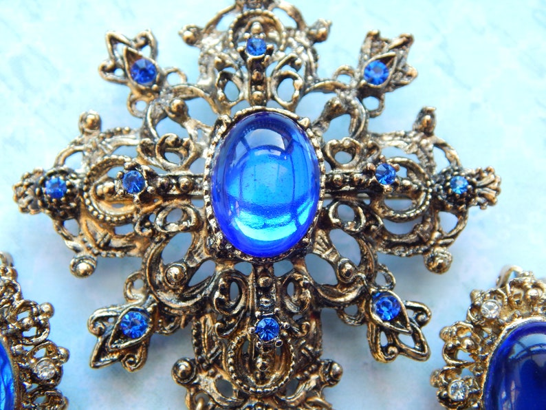 electric blue fleur de lis style brooch and clip on earrings set